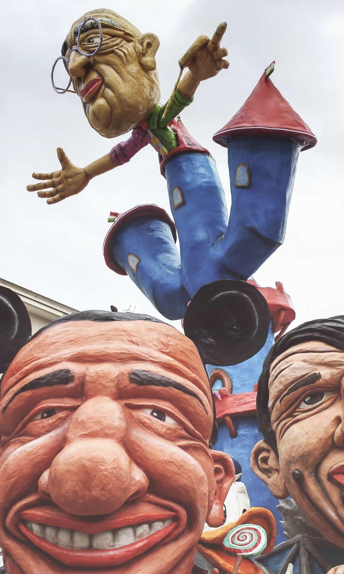 Il carnevale in Molise 2018, la sfilata dei carri allegorici a Larino