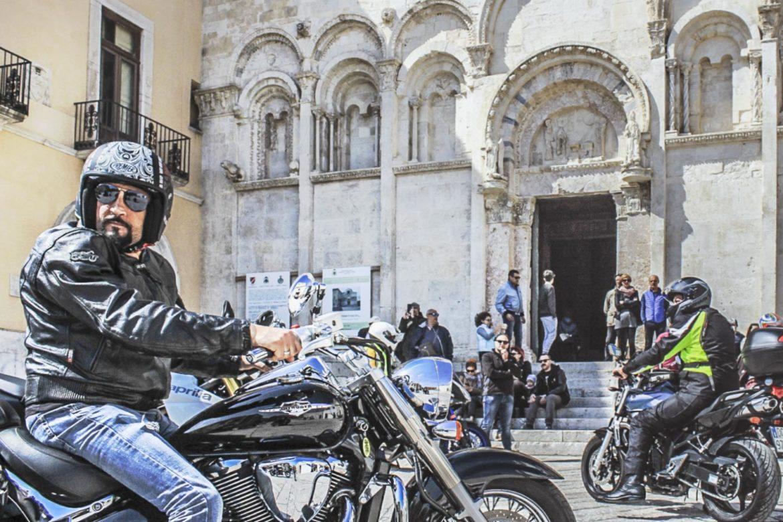 A Termoli la benedizione delle moto e dei caschi